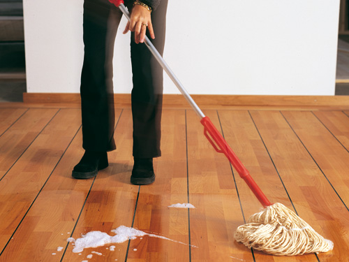 Reinigung Holzboden mit Seife