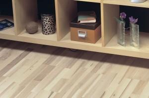 Laugen und Seifen auf skandinavische Art und Weise ist ideal für helles Holz