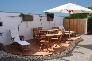 Eine regelmäßig pflege-behandelte Terrasse bleibt lange erhalten