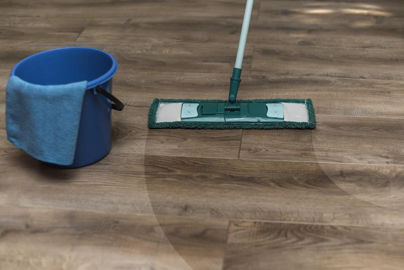 Holzreiniger für die schonende Reinigung von Holzoberflächen.