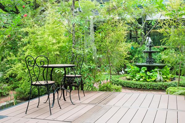 Außenöle pflegen Holzterrassen und Holzgartenmöbel