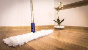 Holzbodenpflege mit einem Pflegeöl